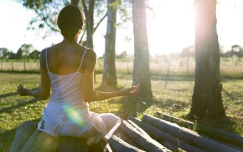Women-Nature-Outdoors-Sunlight-Meditation-Fresh-New-Hd-Wallpaper-